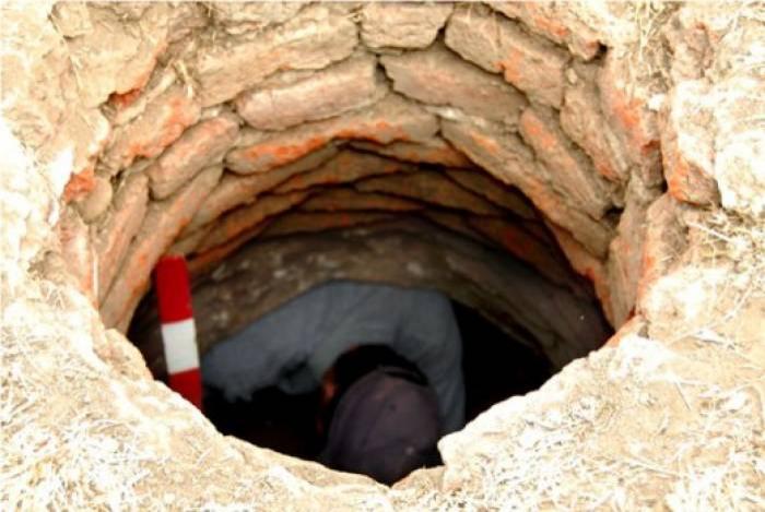 71 yaşlı kişi kanalizasiya quyusuna düşərək ölüb