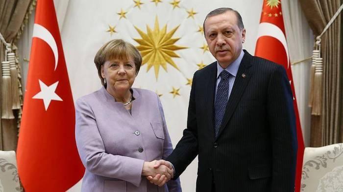 Ərdoğan Merkellə danışıqlar apardı