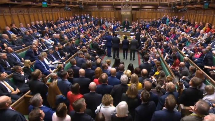 Les députés britanniques reportent leur décision sur l