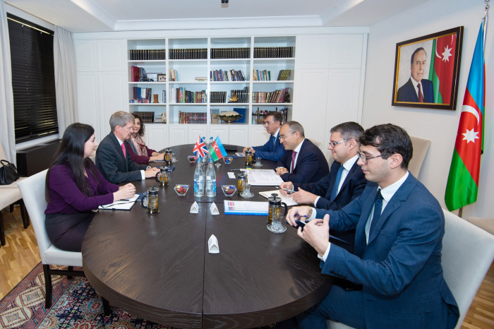 El ministro de Impuestos se reúne con el embajador británico en Azerbaiyán
