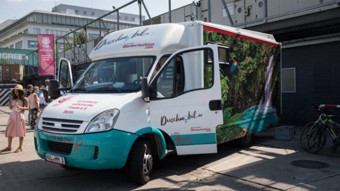 """Bundesweit erstes """"Duschmobil"""" für obdachlose Frauen"""