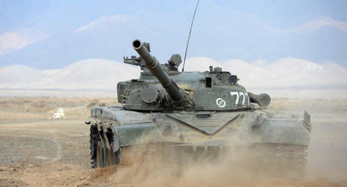 """الجزائر... دبابات """"تي-72"""" تجدد الجاهزية القتالية"""