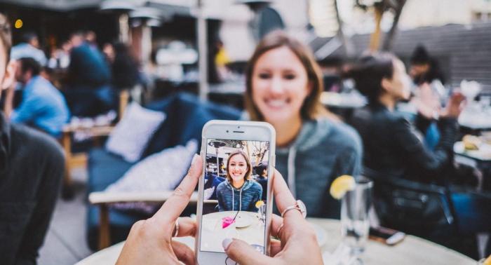 Portés près du corps, certains smartphones seraient dangereux pour la santé