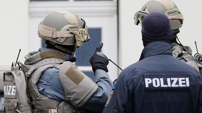 Polizei geht mit Razzien gegen Neonazis vor