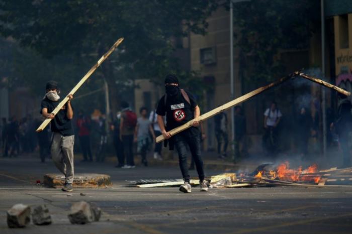 Chili: 7 morts dans les émeutes, le président déclare le pays «en guerre»