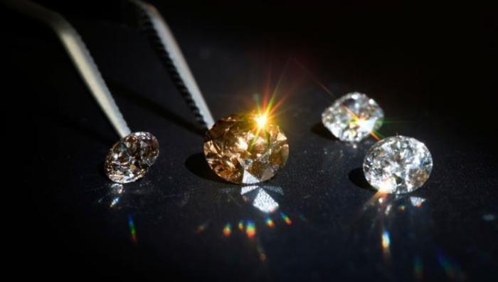 """صور.. الماس """"ينبت كالفطر"""" قرب باريس!"""
