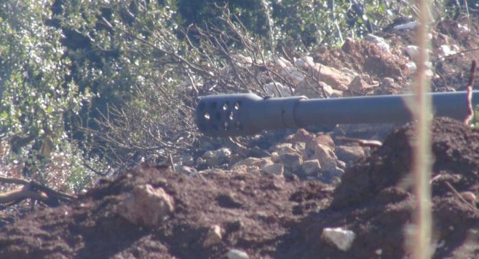 بالفيديو... القوات السورية توجه مرابط النيران وتستعد للاحتمالات بريف اللاذقية