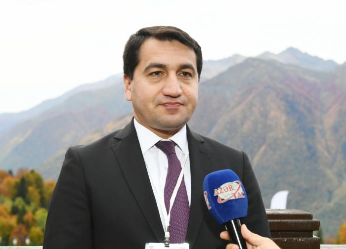 Hikmet Hadjiyev:   La rencontre de Sotchi des présidents azerbaïdjanais et russe revêt une importance cruciale