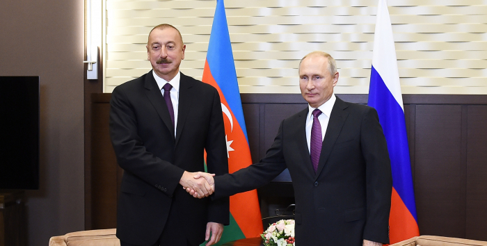 Präsident Ilham Aliyev ruft den russischen Präsidenten Wladimir Putin an