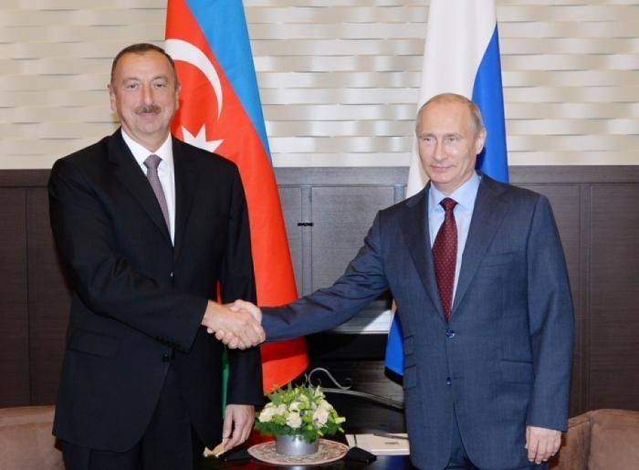 Ilham Aliyev felicita el cumpleaños de Putin