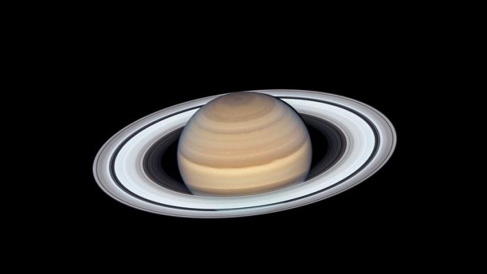 Astrónomos encuentran 20 lunas nuevas de Saturno