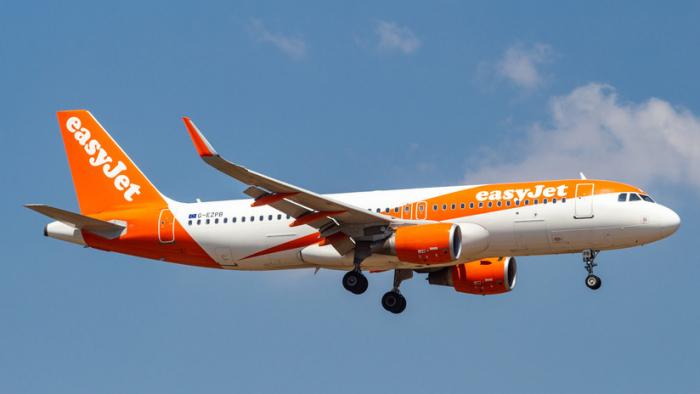 VIDEO: Riña masiva de 7 pasajeros provoca el aterrizaje de emergencia de un avión de EasyJet rumbo a Tenerife