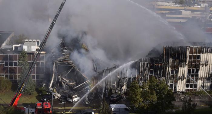 Un incendio masivo devora un edificio en Francia
