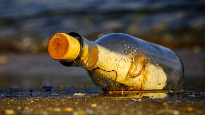 Hallan en una playa de Brasil una botella que contenía un mensaje de marineros soviéticos con una confesión inesperada
