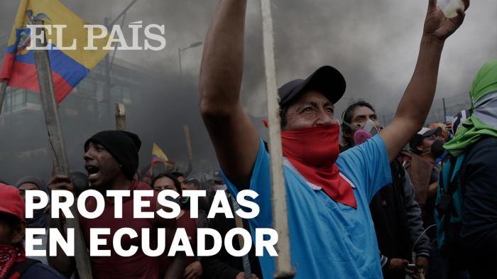 La policía expulsa del Parlamento de Ecuador a los manifestantes indígenas que habían irrumpido en él