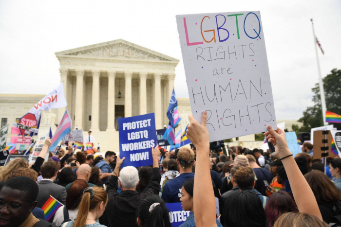 Dos Américas chocan en la última batalla por los derechos LGBT en el Supremo
