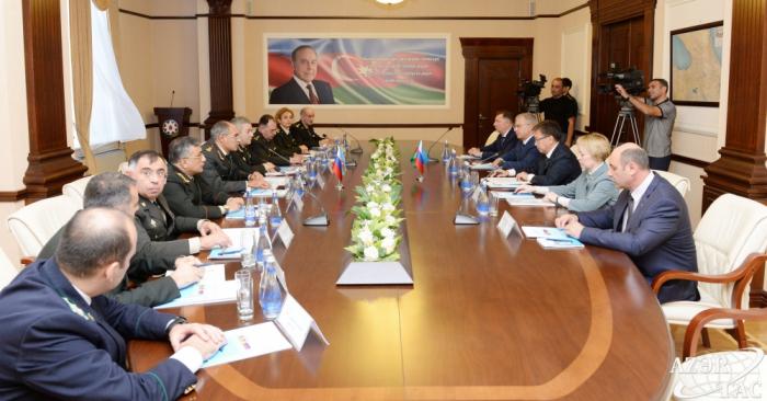 Aserbaidschanische und russische Militärstaatsanwälte untersuchen Möglichkeiten für engere Zusammenarbeit