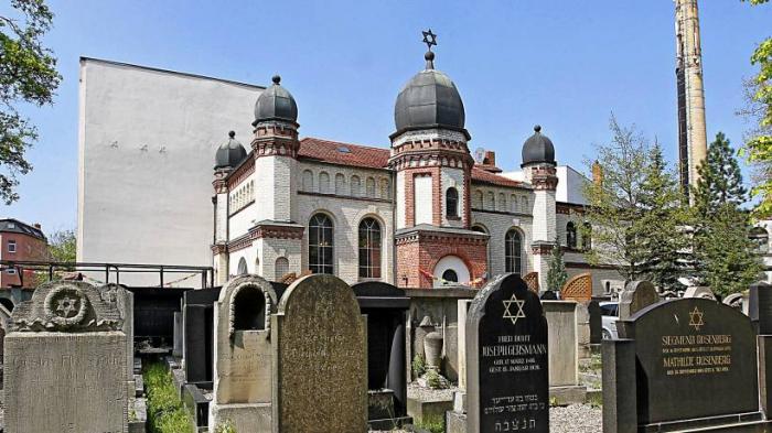 Schießerei vor Synagoge in Halle, mindestens zwei Opfer tot – mehrere Täter flüchtig