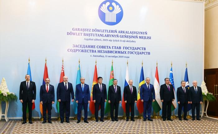 Präsident Ilham Aliyev nimmet an der Gipfel der GUS-Staatschefs in Aschgabat teil- FOTOS