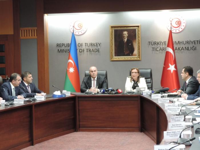 Azerbaiyán y Turquía firman un memorando sobre el corredor aduanero simplificado