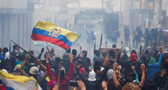 Continúan los enfrentamientos entre manifestantes y policías en Ecuador