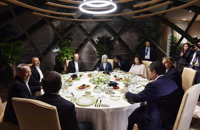 Prezidentlər Bakıda şam yeməyində - FOTOLAR