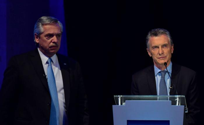Alberto Fernández ataca a Mauricio Macri en el primer debate de los candidatos a la presidencia argentina