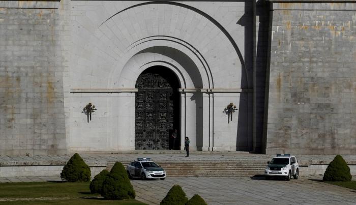 La familia Franco pide honores militares en la reinhumación