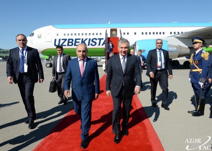 El presidente de Uzbekistán visita Azerbaiyán