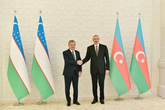 Ilham Aliyev trifft seinen usbekischen Amtskollegen