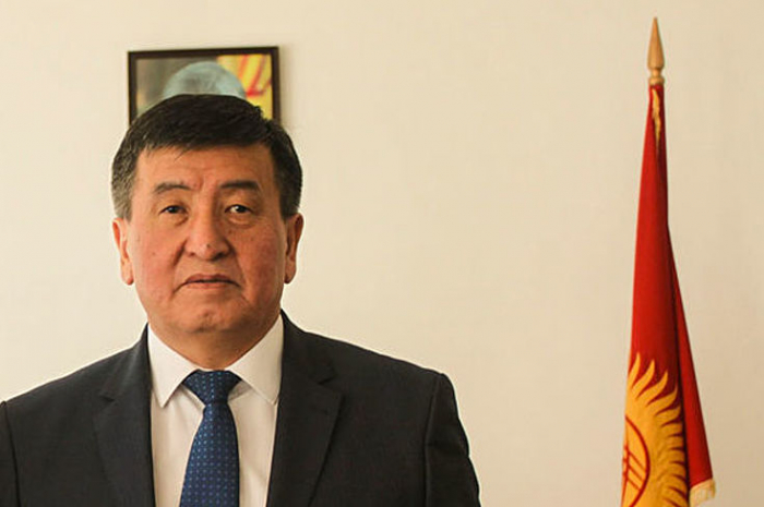 Kirgisischer Präsident Jeenbekov kommt in Aserbaidschan an