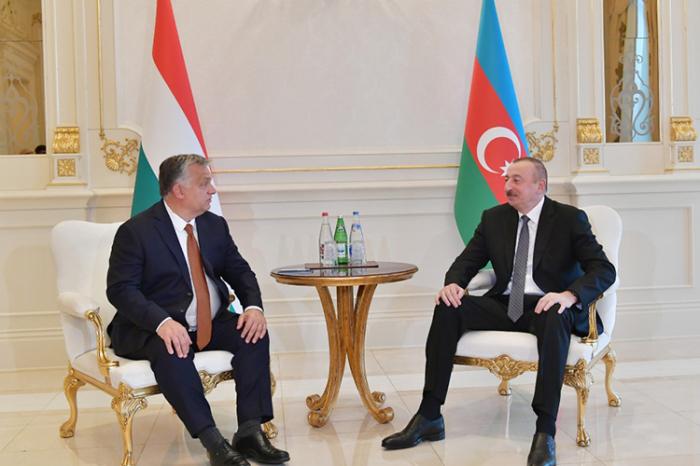 Aserbaidschanischer Präsident trifft sich mit dem ungarischen Premierminister