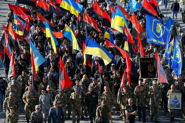 Thousands march in Kiev in protest against Donbass peaceplan