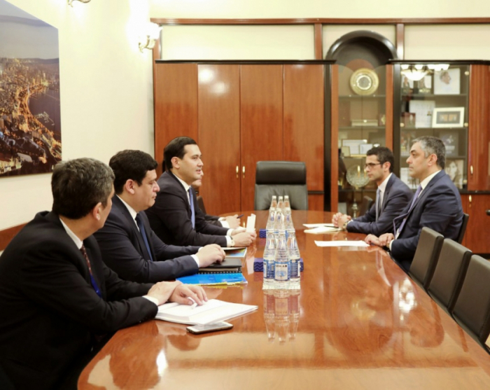 L'Azerbaïdjan et l'Ouzbékistan discutent de leur coopération en matière de TIC
