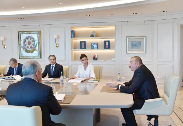 Réunion consacrée aux questions économiques auprès du président Ilham Aliyev