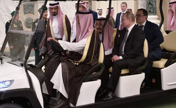 Putin exhibe su influencia regional con la primera visita a Arabia Saudí en una década