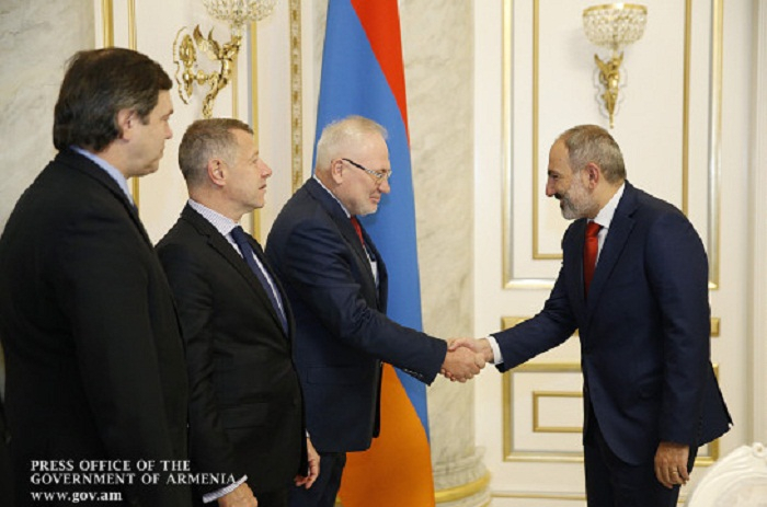 Nikol Pashinian discute du Karabagh avecles coprésidents du Groupe de Minsk