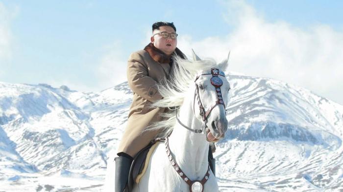 Pionyang difunde unas fotos ecuestres de Kim Jong Un con un marcado tono épico