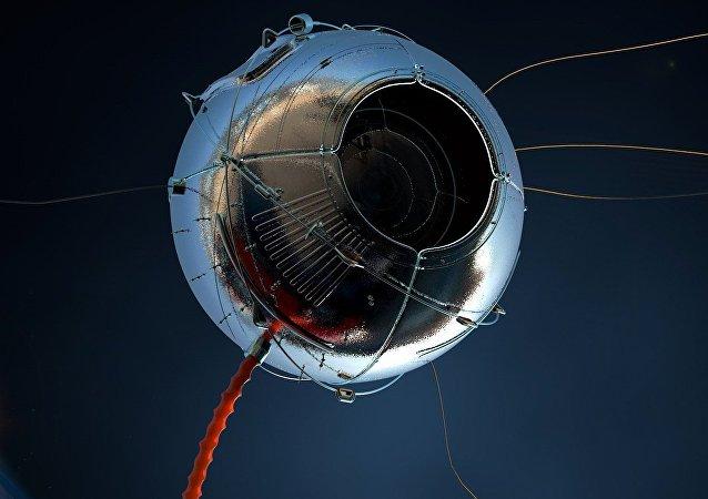 EEUU asegura que detectó objetos extraños en el espacio tras aproximación de satélites rusos