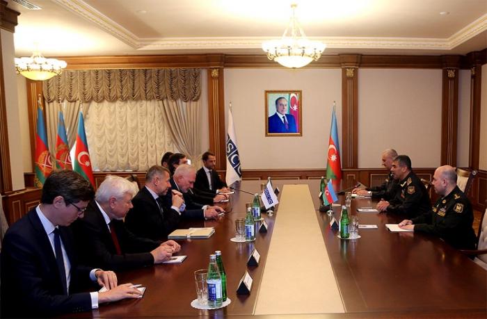 Le ministre azerbaïdjanais de la Défense rencontreles coprésidents du Groupe de Minsk