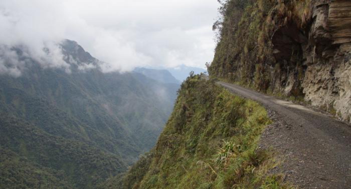 Varios muertos al precipitarse un vehículo de transporte en Perú