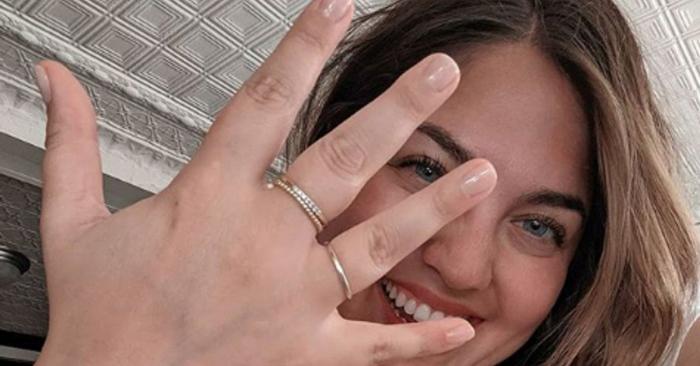 Elle lance un mouvement pour décomplexer les doigts potelés