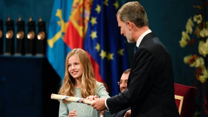 El Rey exhorta a la Princesa a hacer de la Corona una referencia de servicio a España