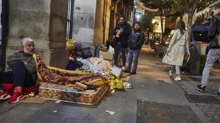 El drama de los refugiados en Madrid:   «Venimos huyendo de Venezuela y ahora estamos en la calle»