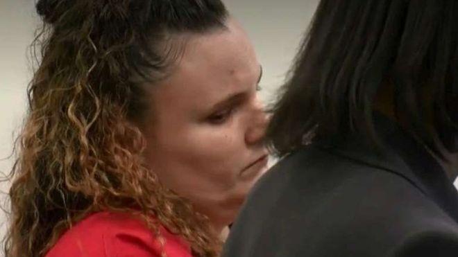 Cette baby-sitter est tombée enceinte de l'enfant de 11 ans qu'elle gardait