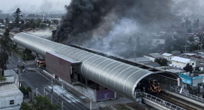 Proteste in Santiago haben sieben Tote und 300 Millionen US-Dollar U-Bahn-Schaden zur Folge