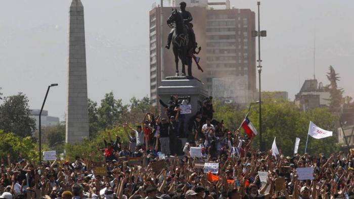 La protesta social desborda a Piñera y sume a Chile en una grave crisis