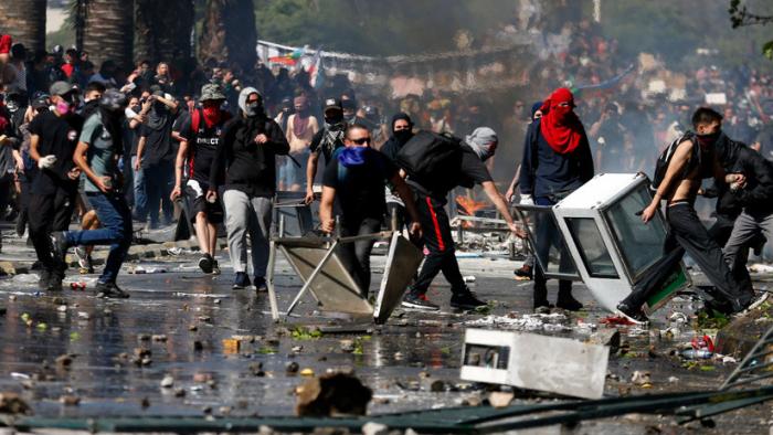 Se eleva a 15 la cifra de muertos por las protestas en Chile contra el Gobierno