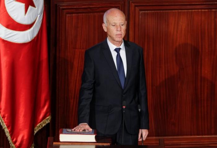 New Tunisia president sworn in after upstart poll win