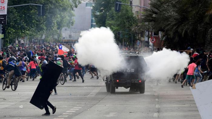 Chili: un enfant tué dans les violences, le bilan relevé à 18 morts